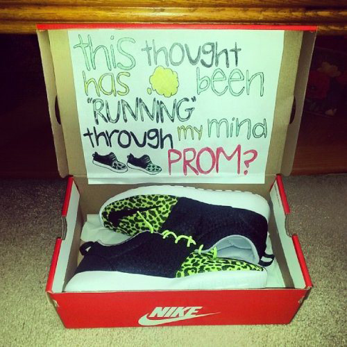 funny-prom-proposals-running-mind